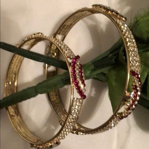 Jewelry - New Beautiful bangle set of 2 🌹🌹